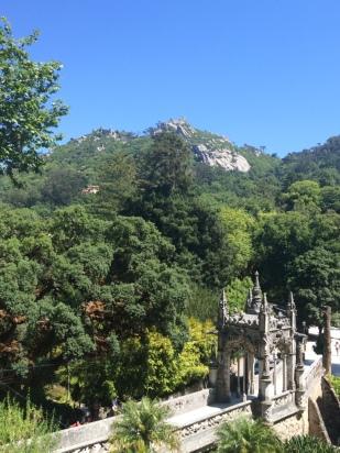 Jardim da Quinta com vista para o Castelo de Sintra